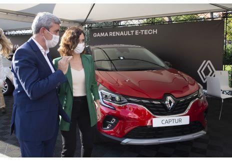 Isabel Díaz Ayuso conoce la gama eléctrica del Renault y Dacia