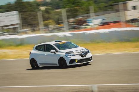 Los nuevos Renault Clio RSR de competición se estrenan en el Jarama