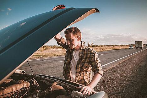 Revisar el coche en un taller legal, esencial para garantizar la seguridad en la carretera