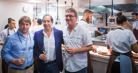 Ricardo Sánchez, Arturo Sánchez y Andoni Luis Aduriz en la cocina de Mugaritz.