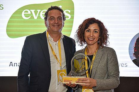 Roberto Pascual y Ana Peñuela -socia everis Initiatives.