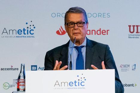 """Roberto Sánchez, en el encuentro de AMETIC: """"Nos proponemos con el nuevo Plan de Conectividad que el 75% de la población tenga conexión 5G para el año 2025"""""""