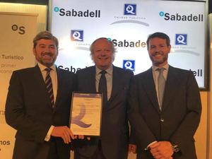 El Sabadell, primera entidad bancaria en el mundo que recibe una certificación de calidad turística
