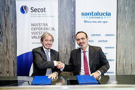 Durante la firma: El presidente de SECOT, Inocente Gómez Bordonado, y el Director General de SANTALUCÍA, Andrés Romero.
