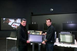 SEAT dona material tecnológico para uso didáctico