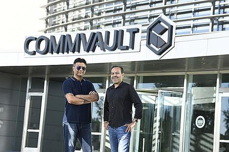 Sanjay Mirchandani, CEO de Commvault y Avinash Lakshman, CEO de Hedvig.