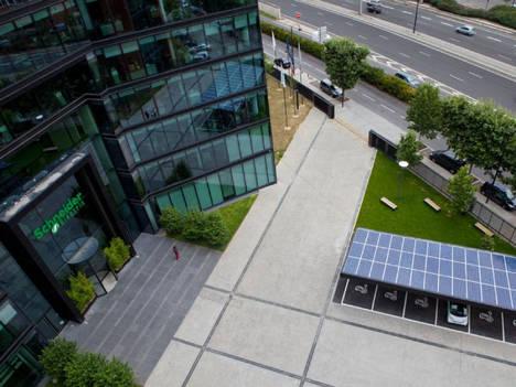 Schneider Electric se compromete a consumir el 100% de energía eléctrica renovable en 2030