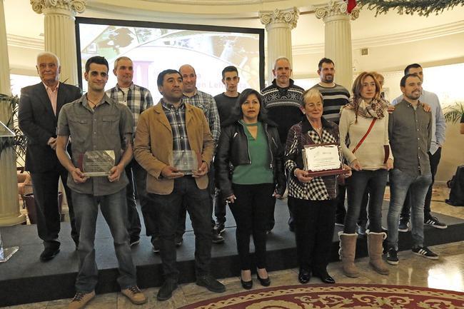 Se entregan los premios laboral kutxa lorra a las for Oficina ota bilbao