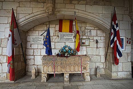 Sepulcro de la Princesa Kristina. Claustro de la Ex Colegiata de San Cosme y San Damian.