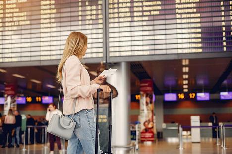 Si uno tiene que viajar, estos son algunos consejos para tratar de esquivar el coronavirus