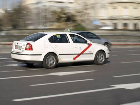 """Antaxi: """"Fomento ignora a casi el 80% de los taxistas al reunirse solo con su asociación más afín"""""""