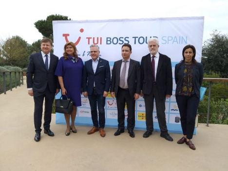 De izq. a dcha.: Kyril y Ellana Peskov (fundadores de iTravex), Pere Granados (alcalde de Salou); Taras Demura (CEO TUI Russia & CIS), Marti Carnicer y Marta Farrero (presidente y directora Patronatp de Turisme de la Diputació de Tarragona).