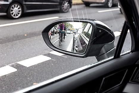 Tecnología para reducir el riesgo de los ángulos muertos al volante