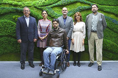 Indra y Fundación Universia apoyan nuevas tecnologías para personas con discapacidad auditiva, visual o TEA