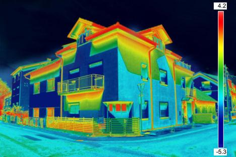 Un hogar con calificación B puede ahorrar 350 euros de media anuales frente a uno con letra E, según la Calculadora Energética de los Aparejadores