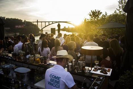 La terraza de Vincci Porto 4* propone disfrutar este verano de unas vistas inmejorables y del mejor ambiente de Oporto