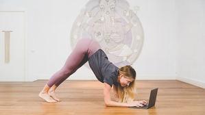 Yoga vs. teletrabajo: una dura batalla con efecto positivo para nuestro cuerpo