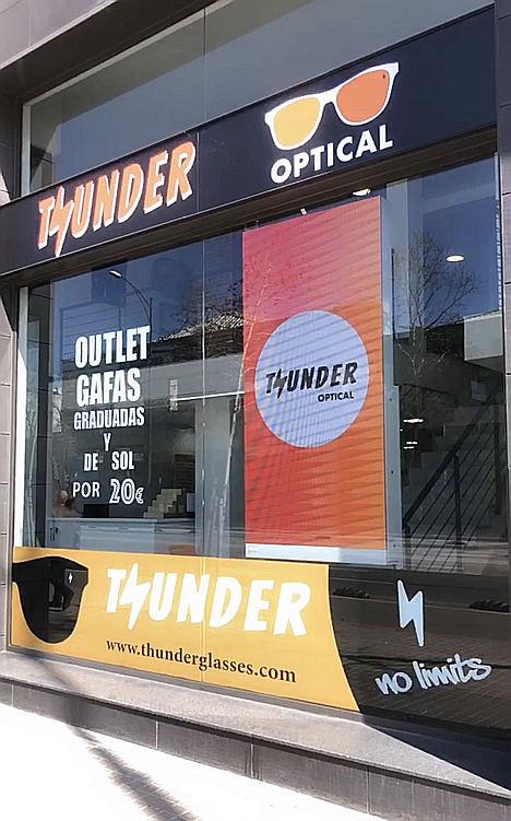 La startup catalana Thunder Glasses abre su primera tienda física y se transforma en óptica