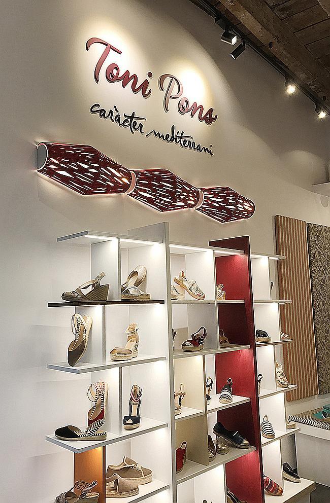 e1d0364562b84 La marca de espadrilles Toni Pons inaugura su primera tienda en ...