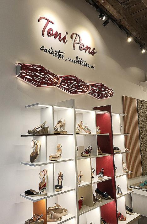 La marca de espadrilles Toni Pons inaugura su primera tienda en Sevilla