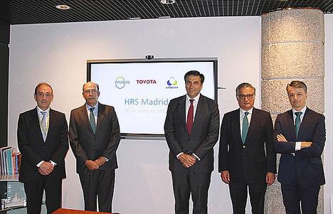 De izqda. a dcha.: José María López (Urbaser), Marcelino Oreja (Enagás), Miguel Carsi (Toyota España), Juan Santos (EESS San Antonio S.L.) y Fernando Impuesto (Enagás Emprende).