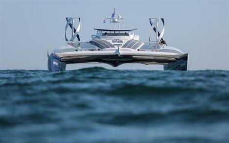 Toyota navega con la primera embarcación de hidrógeno del mundo