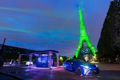 La tecnología de pila de combustible de Toyota ilumina de verde la Torre Eiffel