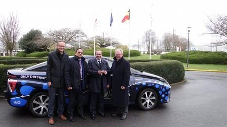 El Parlamento Europeo prueba el vehículo eléctrico de hidrógeno Toyota Mirai