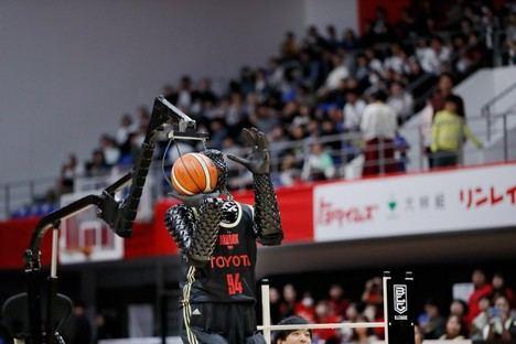 Nueva versión del robot de baloncesto de Toyota