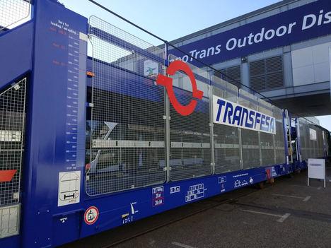 Transfesa Logistics pone en marcha el primer tren con sus nuevos vagones porta-autos de gran capacidad para rutas internacionales