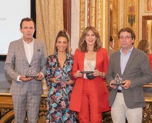 MOMAD recibe el premio Triángulo de la Moda en reconocimiento a su labor e implicación en la recuperación de las ferias sectoriales de la industria textil