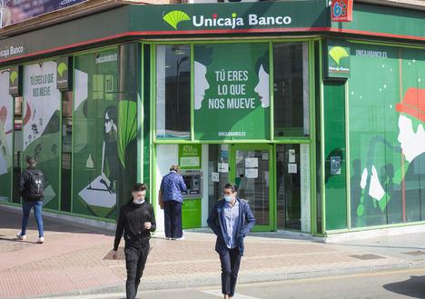 Unicaja Banco bonifica la domiciliación de nómina con una tarjeta de 150 euros