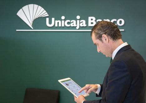 Unicaja Banco se suma al Black Friday con bonificaciones en las aportaciones extraordinarias a sus planes de pensiones y en la contratación de tarjetas
