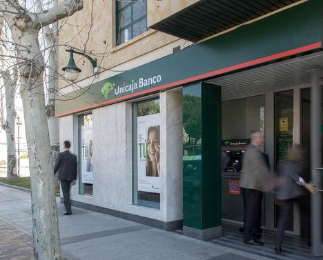 Unicaja Banco ofrece a sus clientes fraccionar el pago de sus seguros de vida y de accidentes sin recargo