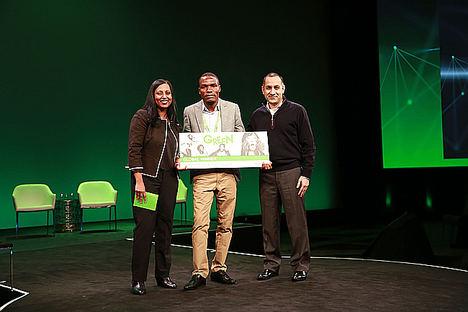 Un invernadero de paneles solares orgánicos gana el concurso Go Green in the City '18 de Schneider Electric