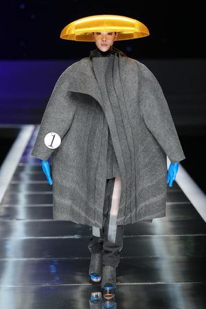 La Universidad Villanueva expone Litost, la colección de moda experimental de Laura Searle