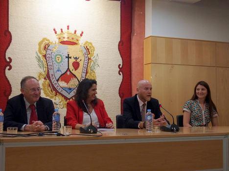 El abogado Justo A. Rodríguez presenta el libro 'Bailando con lobos laboralistas' en el Colegio de Abogados de Málaga