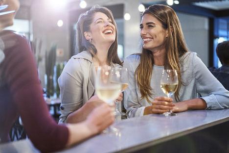 El 45,8% de los jóvenes elige el vino blanco