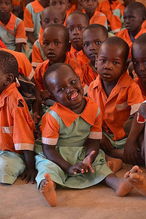 Euroforum regala sonrisas en Navidad a los niños en Kenia, financiando un proyecto escolar