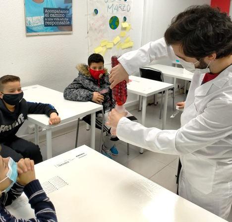 Voluntarios de Telefónica y Fundación UnitedWay, unidos para impulsar las vocaciones científicas entre niños en situación vulnerable