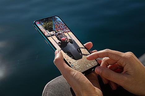 Hipersociabilizar a través del smartphone, clave en la realización de las generaciones Y y Z, según un análisis de WIKO