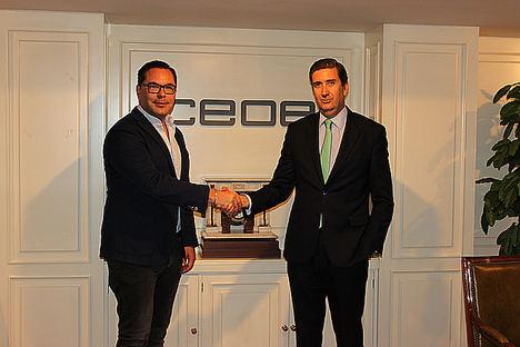 De izda. a dcha.: Antonio Cantalapiedra, cofundador y coCEO de Woonivers y Javier Calderón, director del Departamento de Empresas y Organizaciones de la CEOE.
