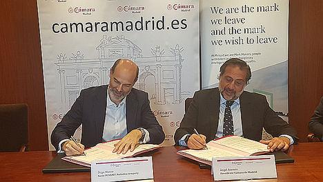 De izqda. a dcha.: Íñigo Manso, director de la unidad de Transformación Cultural y Personas en Minsait, y el presidente de la Cámara de Comercio de Madrid, Ángel Asensio.