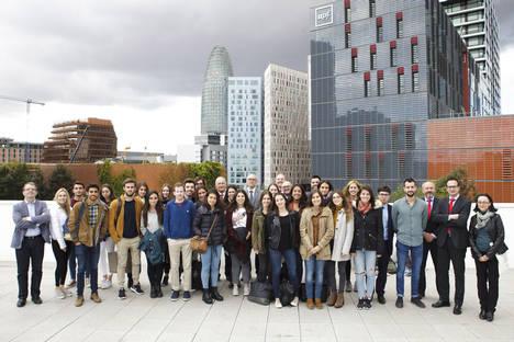 La Universitat Pompeu Fabra entrega las credenciales a los estudiantes becados por Banco Santander