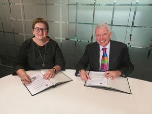 Helen Brand, directora ejecutiva de ACCA, y Simon Culhane, CEO del CISI.