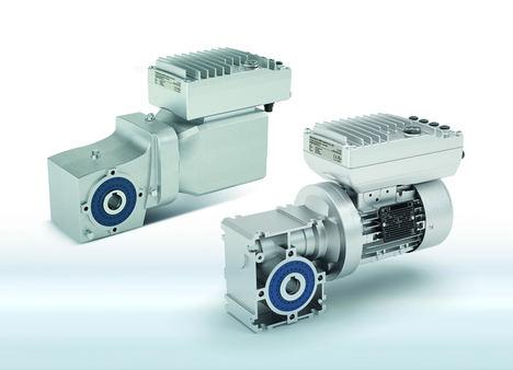 Un variador, dos versiones: el NORDAC ON para ser utilizado con motores asíncronos (en primer plano) y el NORDAC ON+ para combinarlo con motores síncronos (en segundo plano).