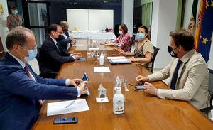 La consejera de Agricultura y el presidente de CEA analizan los retos de la sostenibilidad