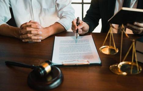 Cómo contratar un despacho de abogados