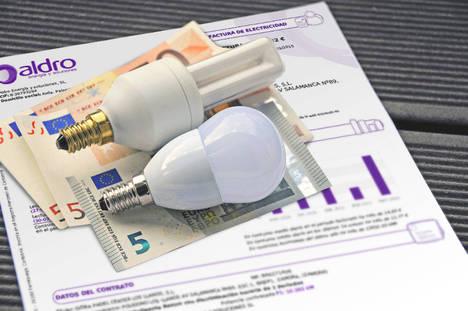 Cada familia española podría ahorrar 100 euros de luz durante los meses de verano