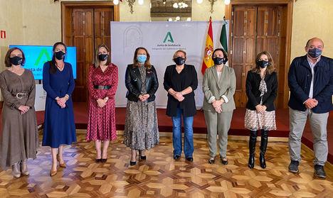 La Junta de Andalucía y AndMuPes firman un acuerdo marco para dar visibilidad a las mujeres de la pesca